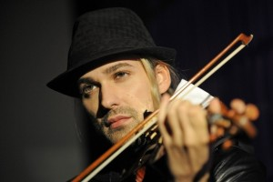 """US-German violinist David Garrett performs during a photocall on October 30, 2008 in Berlin. He promoted his new album """"Encore"""".    AFP PHOTO    DDP/AXEL SCHMIDT    GERMANY OUT (Photo credit should read AXEL SCHMIDT/AFP/Getty Images)"""