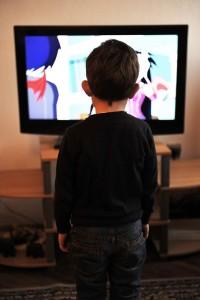 rebenok-televizor1