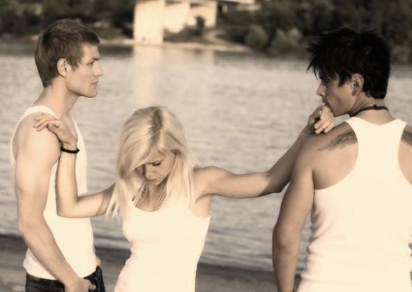 Фото парень и две девки 7132 фотография