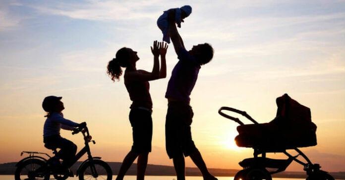 Кого спасать будешь при пожаре, ребенка или жену?