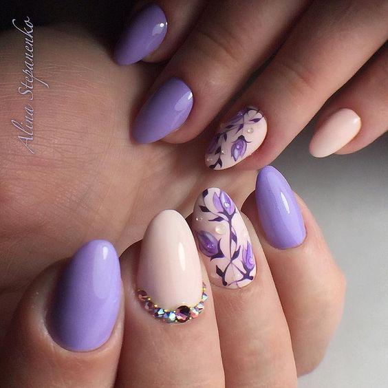 Нежность сиреневого, романтичность лавандового и таинственность фиолетового — роскошный маникюр